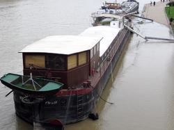 seine - houseboat
